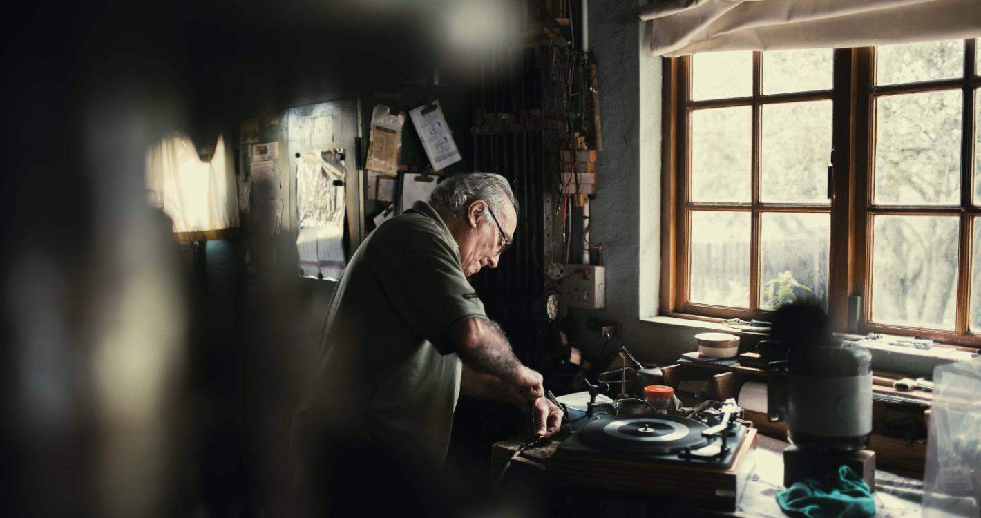 Man playing vinyl tracks
